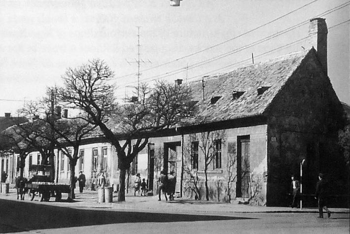 Jellegzetes kép a Bartók Béla (korábban Hosszú) utca beépítéséről 1960 k. (forrás: archív)