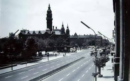 A város új, korszerű főútja 1970 körül. (fotó: Régigyőr)