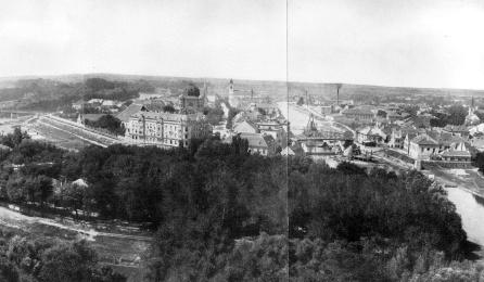 Szigetet és Újvárost egykor a Rábca választotta el. A kép közvetlenül a feltöltés előttről, 1908-ból való, már készülnek a Rábca híd áthelyezésére. (Borbíró-Valló)