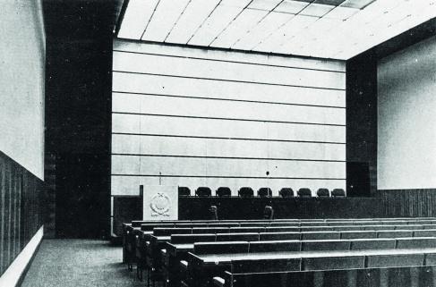 A nagy tanácsterem. (forrás: MÉ 1973/1)