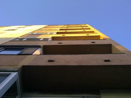 Győr akkoriban legmagasabb épületének égbe törő loggia-sora. (fotó: HG)