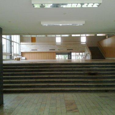 Az üresen álló belső tér 2014-ben. (fotó: HG)