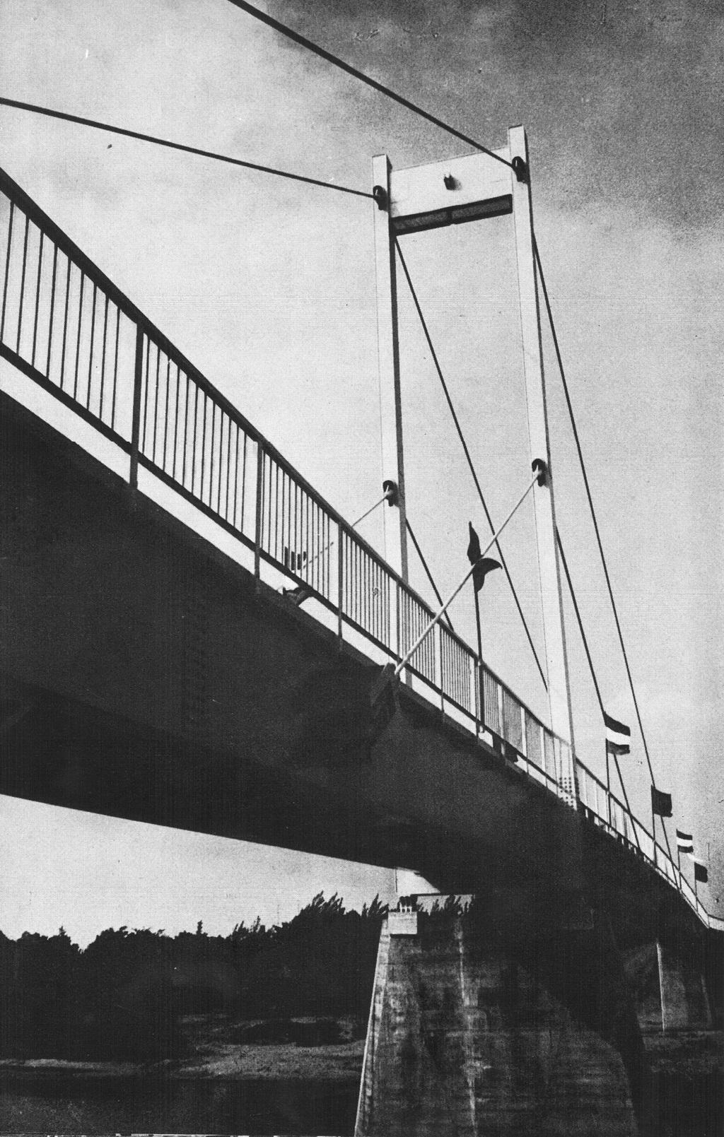 A Vásárhelyi Pál híd építéséhez 1969-ben az Erzsébet híd maradék kábelanyagát is felhasználták. (fotó: 700 éves Győr, Képeskönyv)