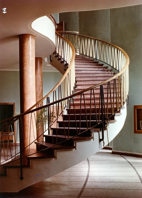 Az épület jellegzetes vasbeton lépcsőinek egyike. Bödök Tamás statikus munkája. (fotó: GYŐRITERV publikáció)