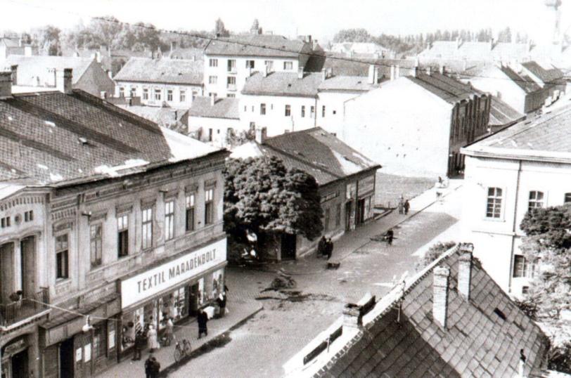 Az Aradi vértanúk útjának és az Árpád útnak a kereszteződésébe épült a Rába Mozi és mellette két lakóépület. (forrás: Fátay)
