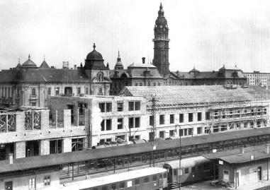 Épül az új vasútállomás és posta. 1956 k. (forrás: Winkler-Kurcsis)
