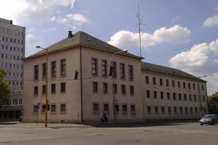 A rendőrség (építésekor ÁVH) épülete.