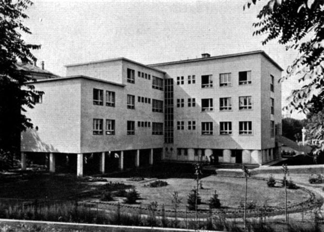 Az épület hátsó megjelenése. (forrás: MÉM, 1938)