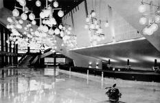 Az előtér galériája. Látszik az acélsodronyfödém is. (fotó: archív)