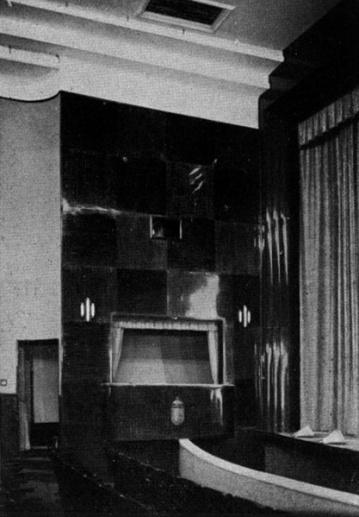 A Lakatos-féle épület mahagóni fával burkolt színpad-előtere. (forrás: Tér és Forma, 1936)