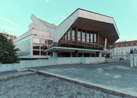 A 40 éves Győri Nemzeti Színház. (© Modern Győr, Győr-Moson-Sopron Megyei Építész Kamara, fotó: Schmal Fülöp)