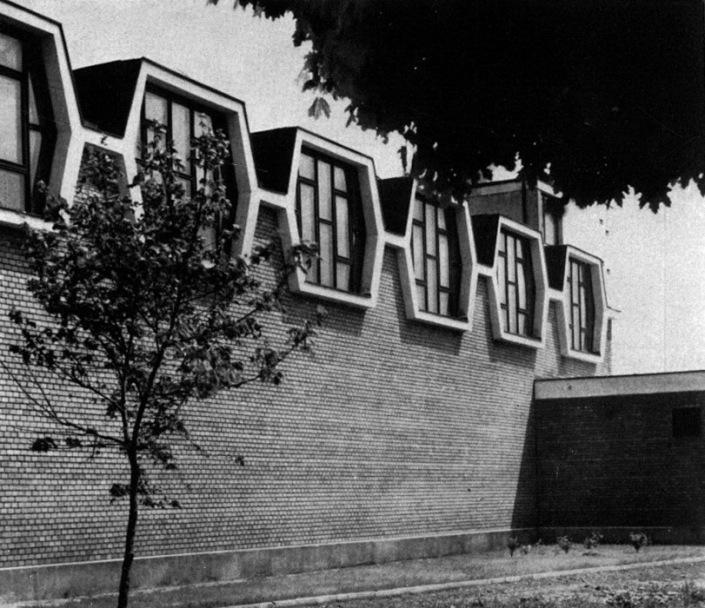 Az elkészült tornaterem. (forrás: MÉ 1965/4)