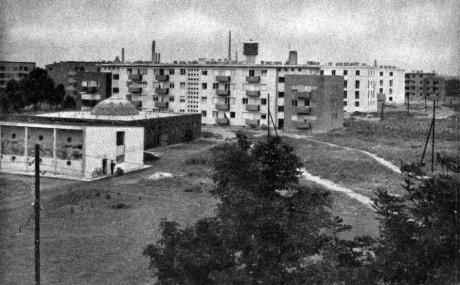 A gőzfürdő mögött még épült a Szent István lakótelep első üteme. (forrás: Régi Győr)