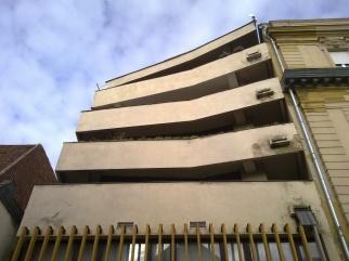 Az elforduló erkélyek a főhomlokzaton. (fotó: HG)