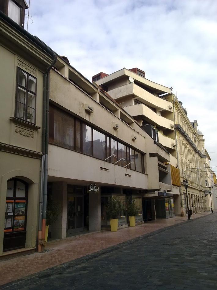 A Kazinczy utca 7-9 foghíjbeépítése. Épült 1980 k. (fotó: HG)