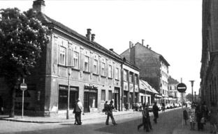 Az Arrabona helyén álló házsor az Aradi Vértanúk útján. (forrás: Winkler-Kurcsis)
