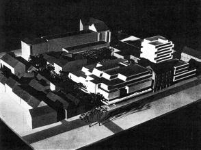 A hetvenes évek elején tervezett beépítés (előtérben az Arrabona áruház telkének, hátrébb ennek az épületnek az először tervezett tömege.) (forrás: Városépítés)
