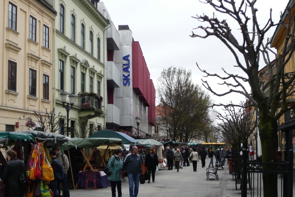 Az Arrabona áruház a Baross utca felől nézve. (fotó: HG)