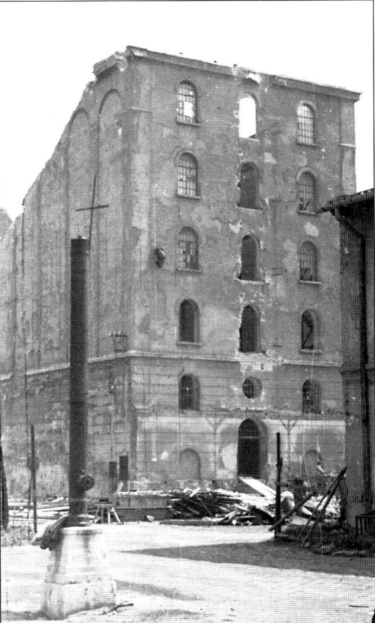 A kiégett Back-malom 1945-ben. (forrás: Winkler- Kurcsis)