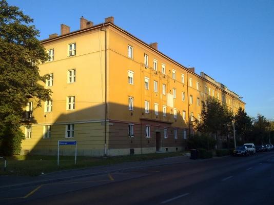 """Az """"A"""" jelű ház Tihanyi Árpád úti főhomlokzata. (fotó: HG)"""