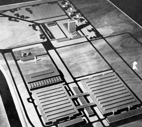 A 20000 és 28000 m2-es csarnokokat ábrázoló makett. (HAP Galéria anyagai)