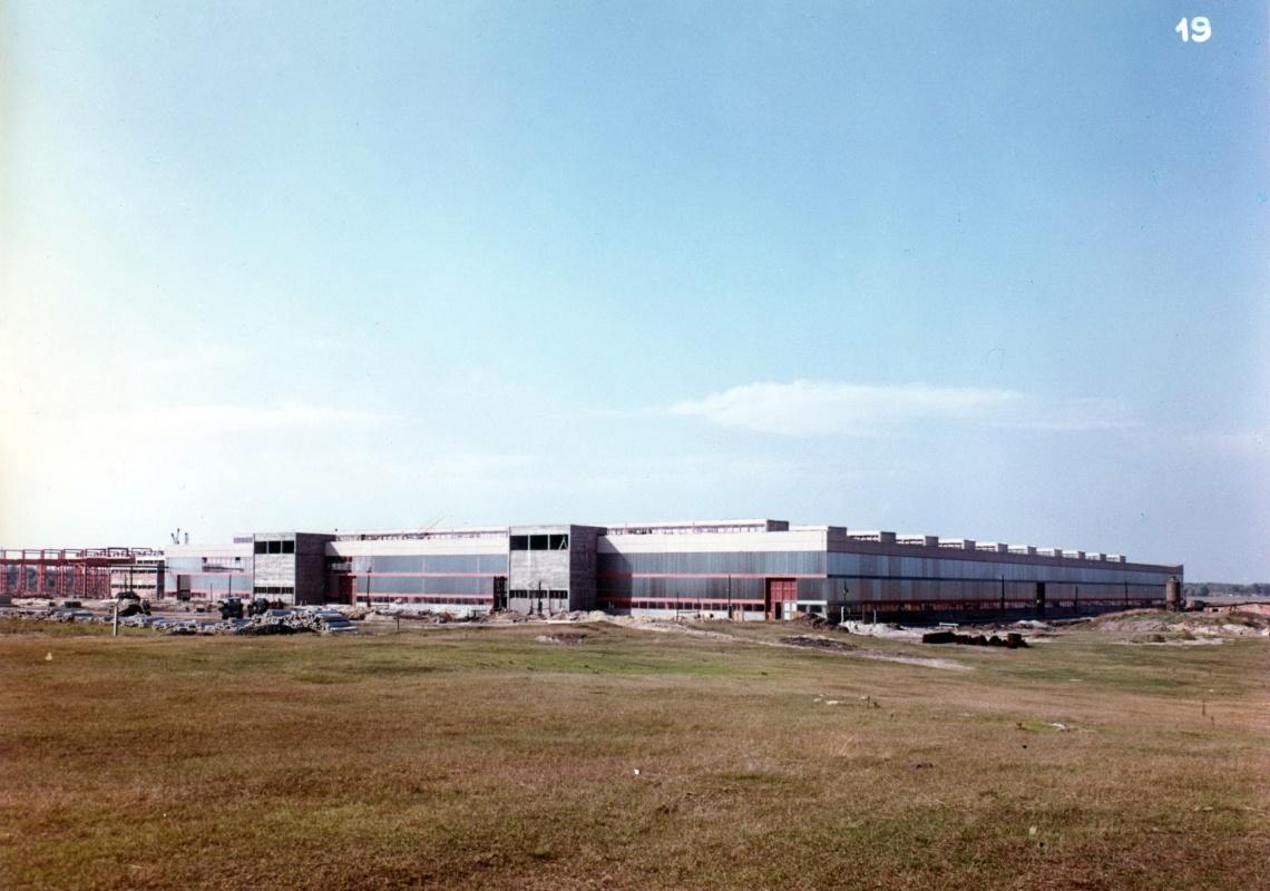 A 28 000 m2-es produktív csarnok 1968 körülre épült fel. (forrás: GYŐRITERV-es publikáció)