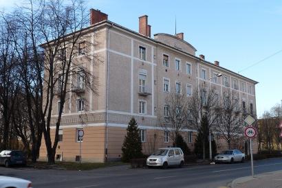 Az épület a Tihanyi Árpád út felől. (fotó: HG)
