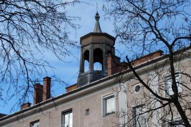 """A jellegzetes """"huszártorony"""" közelről. Tervezője, Lakatos Kálmán nevezte így. (fotó: HG)"""
