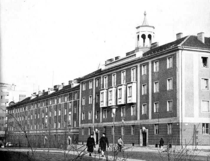 """A """"B"""" jelű épület a hatvanas években. (forrás: RégiGyőr)"""