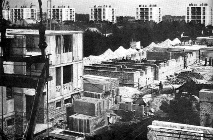 Épül a Stadion utcai beépítés. (forrás: Régi Győr)