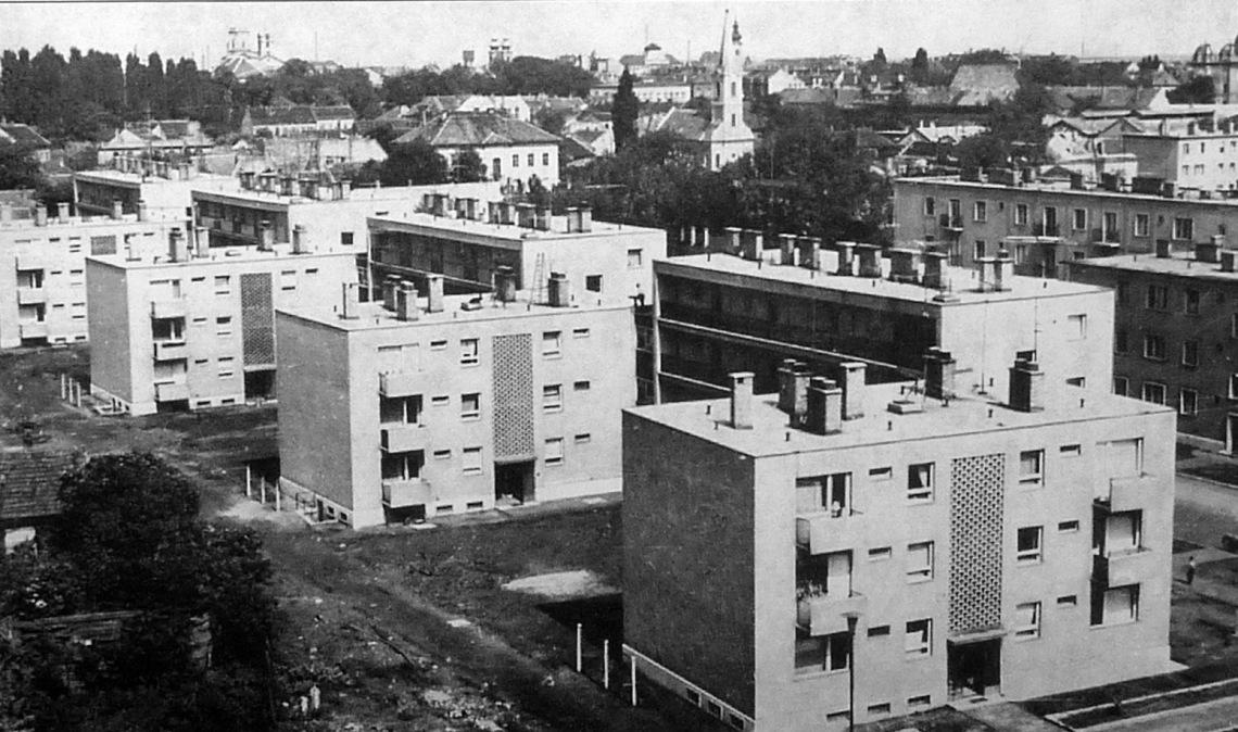 Az első középblokkos házak a Kígyó utcai lakótelepen. (forrás: Winkler)