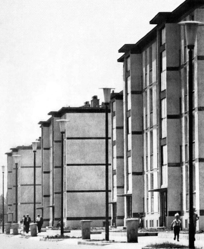 Középblokkos épületek a Táncsics utcában. (forrás: GYŐRITERV-es kiadvány)