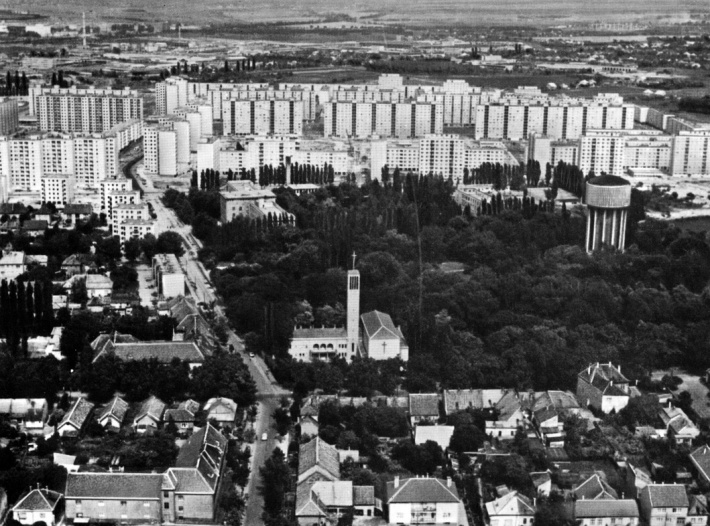 A Erzsébet liget és környéke a víztoronnyal és a háttérben elterülő Adyvárossal. (forrás: Győriterves publikáció)