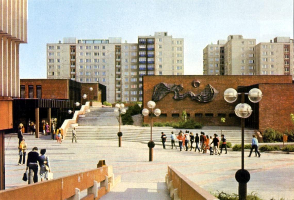 Az épület a vásárcsarnok felől fotózva nemsokkal az átadása után. (forrás: Winkler-Kurcsis)