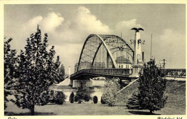 A híd 1945 előtt. (képeslap)