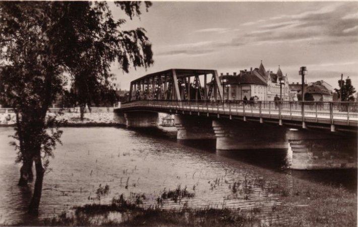 1934-re elkészül a világ akkori leghosszabb hegesztett acélhídja Győrött. (forrás: Régi Győr)