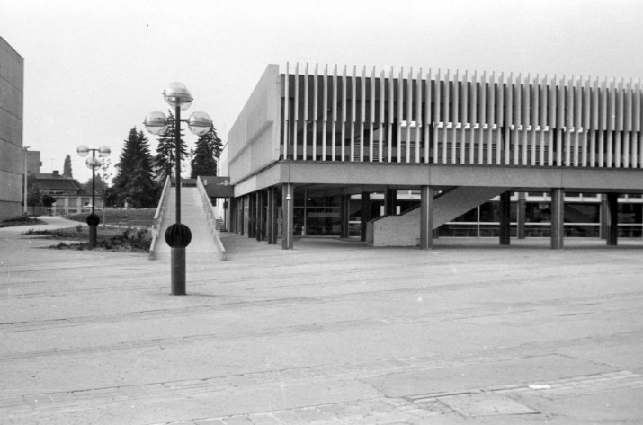 Az épület eredeti állapot, még beépítetlen földszinttel. (forrás: Régi Győr, Kozma Endrétől)