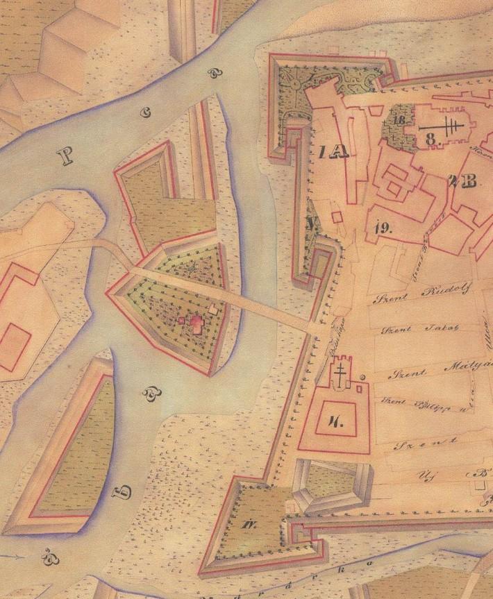 """A térkép 1860-ban készült, és a 1757-es évi állapot rekonstruálása. A kinagyított részleten jól kivehető, hogy Radó sziget a reneszánsz erődítmény egy elővédműve, amelyet a Rába vesz körül és így """"kettős"""" híddal közelíthető meg a város nyugati bejárata, a bécsi kapu. (forrás: Szabó Gy.: Káptalandombi tanulmányok)"""
